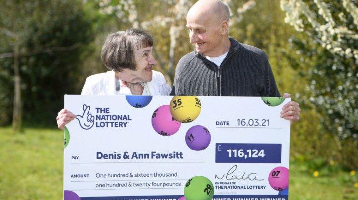 Un bătrân a câștigat la loterie pentru că și-a uitat ochelarii de vedere acasă și nu a mai putut juca numerele favorite