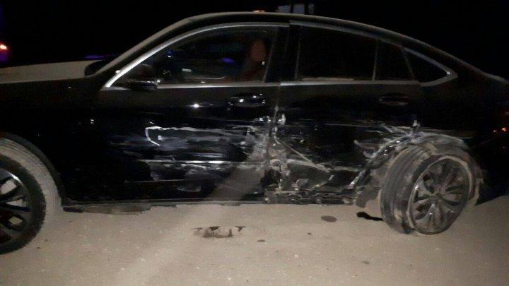 Impact violent pe șoseaua Fălești-Pîrlița. Două automobile de lux au fost făcute zob (FOTO)