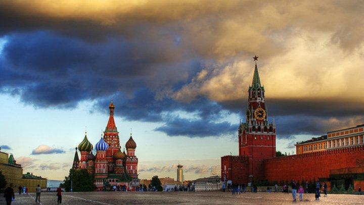 Rusia va expulza 5 diplomaţi polonezi şi acuză Varşovia că a îngheţat contactele cu Moscova