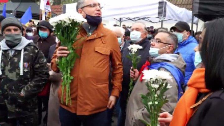 Susţinătorii lui Usatîi, în marş spre Curtea Constituţională. Ei se alătură protestului PAS (VIDEO)