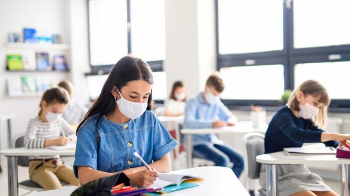 Grecia va testa 250.000 de elevi și profesori, după ce a depistat sute de cazuri fără simptome