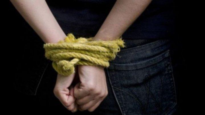 Caz ȘOCANT la Hîncești. Trei adolescenți au fost sechestrați, maltratați și amenințați cu o armă de niște indivizi