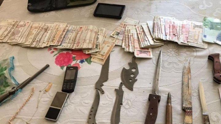 Descinderi în forță în mai multe localități din țară. Oamenii legii au ridicat droguri de aproximativ 500.000 de lei (VIDEO)