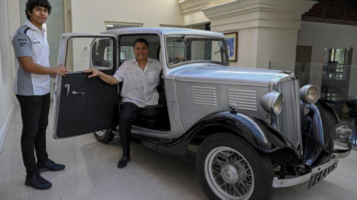 Prima maşină cumpărată de Prinţul Philip, la vârsta de 19 ani, păstrată într-un hotel din Sri Lanka