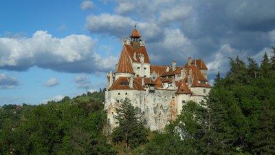 Castelul lui Dracula, vaporetto vențian, catedrale în Anglia, cele mai NEOBIȘNUITE locuri de vaccinare
