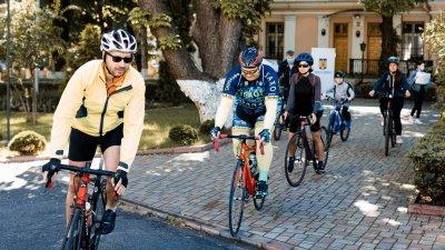 Vor parcurge 440 de kilometri pe bicicletă și vor colecta fonduri pentru servicii de îngrijire paleativă