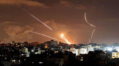 Imagini de GROAZĂ. O nouă ploaie cu rachete a căzut sâmbătă noaptea asupra Tel Avivului
