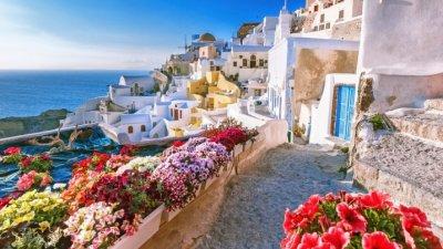 AVERTISMENTUL ECDC: Nu călătoriți în Mykonos, Santorini, Rhodos și în alte 10 insule grecești