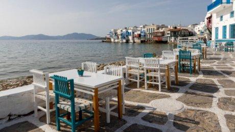 Grecia a redeschis terasele cafenelelor şi restaurantelor după o pauză de 6 luni