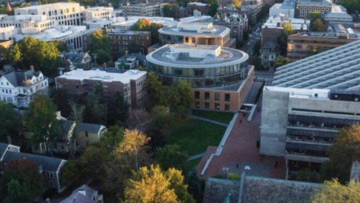 Universitatea Harvard le va cere studenţilor să fie vaccinaţi împotriva COVID-19