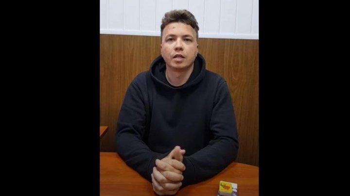 """Tatăl lui Roman Protasevici, convins că fiul său a fost torturat: """"Are nasul fracturat și pudră pe față"""""""