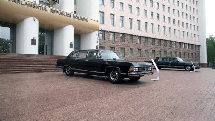 Expoziție de mașini de epocă, tururi virtuale, videoconferințe, alte activități sunt organizate de către Muzeul Parlamentului, de Ziua Muzeelor