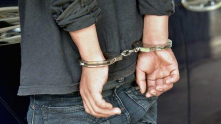 Peste 100 de moldoveni care au violat și omorât oameni, reținuți de oamenii legii