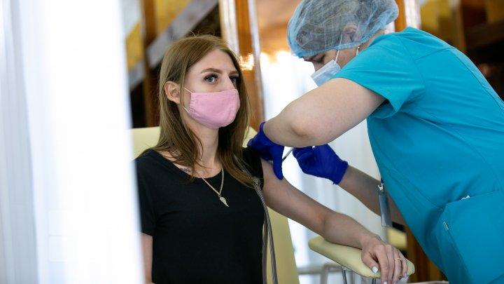 FOTOREPORT de la maratonul de vaccinare la Palatul Republicii