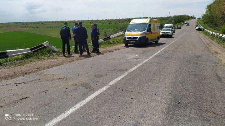 Accident GRAV în raionul Cahul. Șoferul a murit pe loc, iar alți membri ai familiei au fost duși la spital. Un copil de un an, internat la reanimare (FOTO)