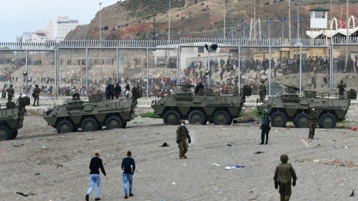 Exclava spaniolă Ceuta, luată cu asalt de mii de migranți. Spania a trimis armata