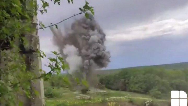 MOMENTUL în care este distrusă o bombă de aviație de 50 kg într-o localitate din Ștefan Vodă (VIDEO)