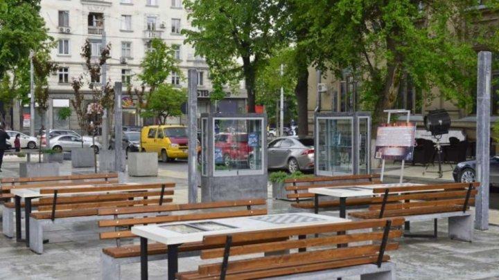 O bibliotecă în aer liber a fost inaugurată în centrul Capitalei