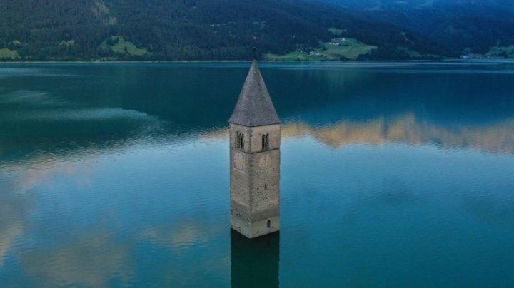 Ruinele unui sat din Italia inundat în 1950, au ieșit la suprafață după secarea unui lac de acumuare