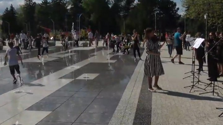 Havuzurile din Capitală, puse în funcțiune, pe ritmuri muzicale