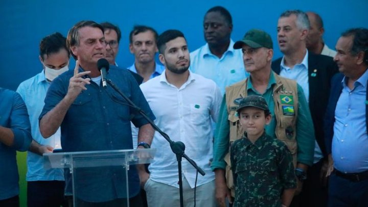 Preşedintele brazilian insinuează că virusul COVID-19 ar fi fost creat de China, pentru a duce un război chimic şi bacteriologic