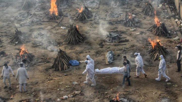 India a depășit 4.000 de decese COVID-19 pe zi și se află în cea mai gravă situație de la începutul pandemiei