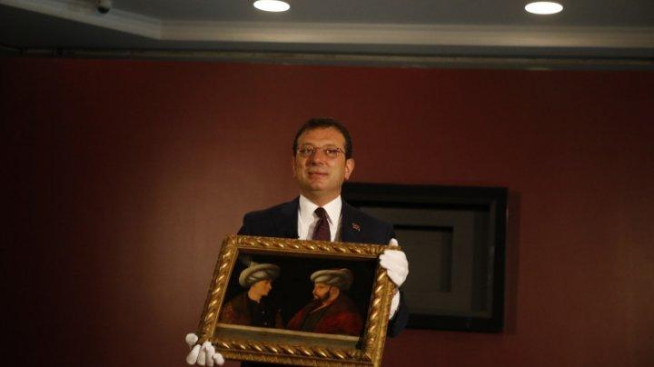 Primarul din Istanbul, anchetat pentru că a stat cu mâinile la spate la mormântul sultanului Mehmet al II-lea