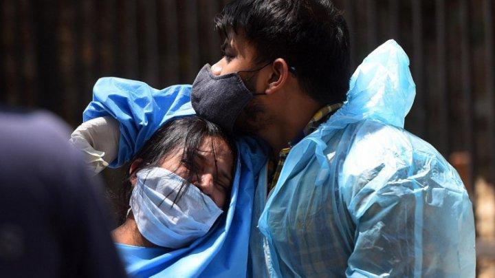 Luptă acerbă pentru supravieţuire în India. O femei a murit după ce poliţiştii i-au luat butelia cu oxigen