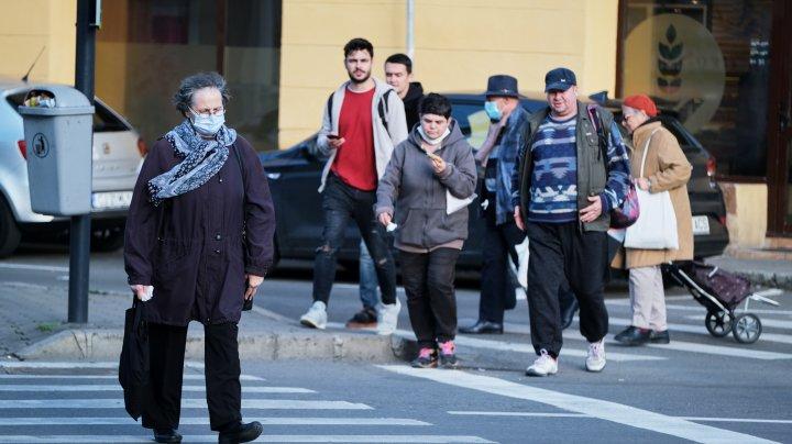 România: Din 15 mai, masca de protecţie nu mai este obligatorie în exterior, cu câteva excepţii