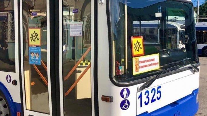 Troleibuzele destinate transportării elevilor din Capitală își SUSPENDĂ activitatea