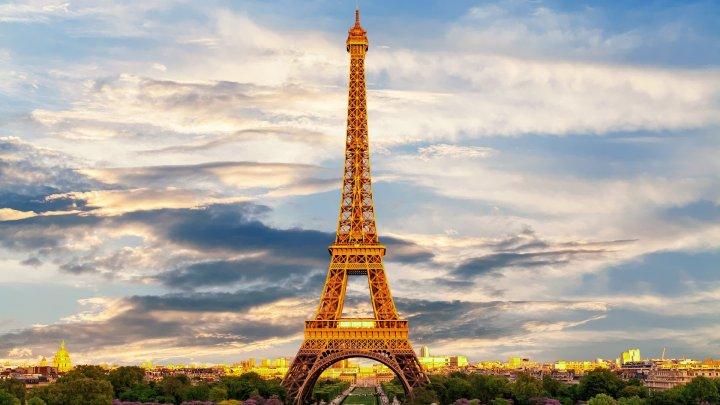 Turnul Eiffel împlineşte azi 132 de ani de la inaugurare