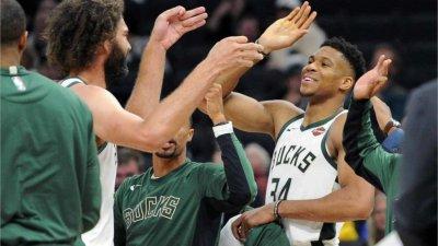 NBA a anunțat echipa sezonului 2020/2021. Antetokounmpo este vedeta grupării Milwaukee Bucks şi a obţinut numărul maxim de puncte