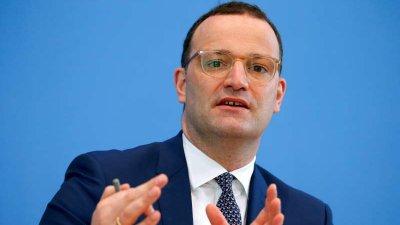Ministrul german al Sănătăţii sugerează renunţarea treptată la purtarea măştii