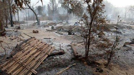 Armata din Myanmar a dat foc unui sat după ce s-a luptat cu locuitorii care se opuneau regimului militar