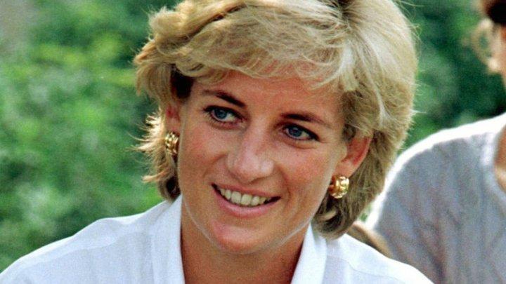 Un automobil al prinţesei Diana, oferit de prinţul Charles cu ocazia logodnei lor, a fost scos la licitaţie