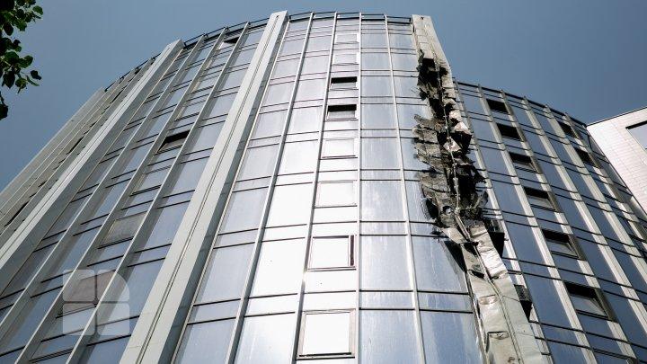Specialiștii au trei versiuni în cazul incendiului izbucnit într-un bloc de pe strada Ciuflea din Capitală