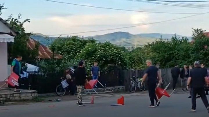 Bătaie generală lângă un bar din România, cu implicarea elevilor moldoveni. Bătăuşii au aruncat cu scaune (VIDEO)
