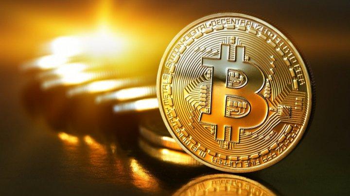 Bitcoin a scăzut la jumătate din valoarea maximă atinsă în aprilie, din cauza interdicției criptominării în China