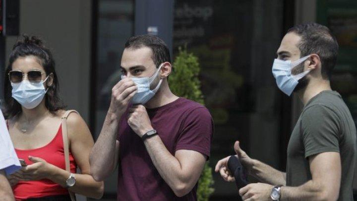 Israelul a reintrodus măsura purtării măştii de protecţie în anumite zone