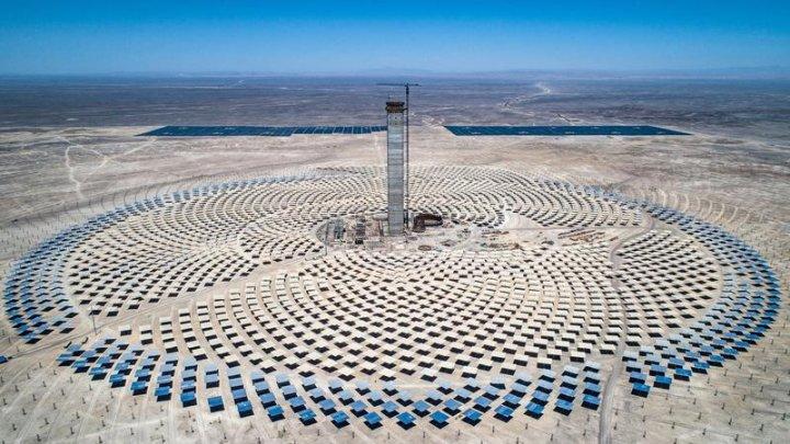 """Cum arată și cum funcționează """"Cerrado dominador"""", prima centrală termică solară, inaugurată în deșertul Atacama"""