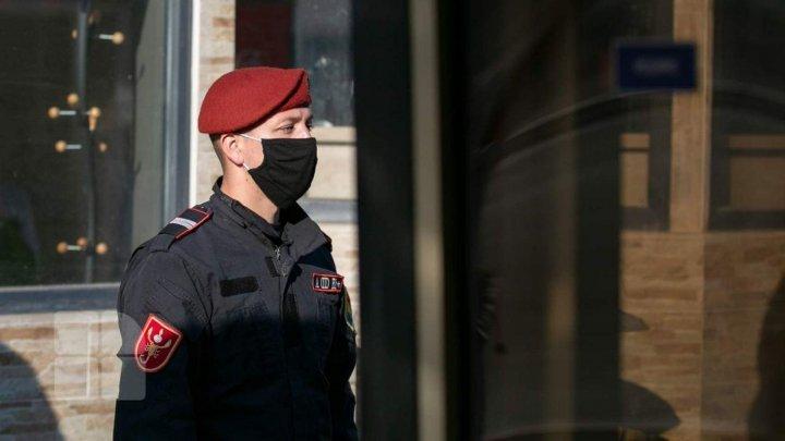 Comportamentul suspect i-a dat de gol. Ce au descoperit carabinierii asupra a doi bărbaţi din Capitală