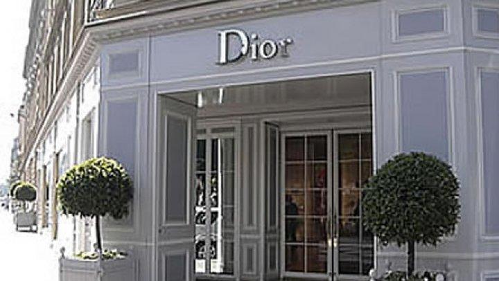 """Prezentare de modă """"divină"""" la Atena. Dior şi-a transformat modelele în adevărate zeițe pentru lansarea colecției de croazieră"""