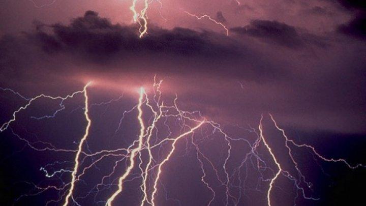 Meteorologii au emis cod galben de ploi şi descărcări electrice. Câte grade vor indica termometrele