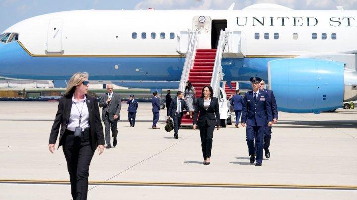 SUA: Avionul vicepreşedintei Kamala Harris s-a întors la sol din cauza unei probleme tehnice