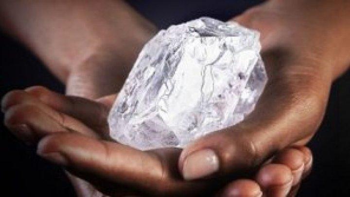 GOANA după diamante în Africa de Sud! Isteria a început după găsirea unor pietre transparente