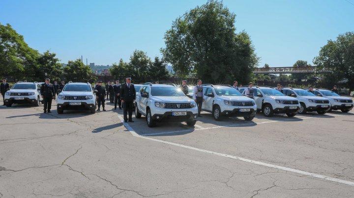 Poliţia Naţională a Republicii Moldova a primit în dotare 30 de automobile şi echipamente de protecţie anti-COVID