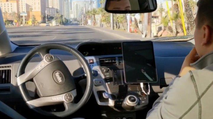 """Ce vede o mașină autonomă în timpul mersului? Nu toate trec de """"școala de șoferi"""" din prima (VIDEO)"""