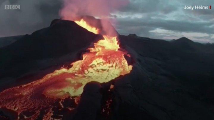 IMAGINI SPECTACULOASE! O dronă care filma erupția unui vulcan din Islanda s-a prăbușit în crater