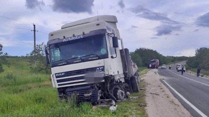 Un tânăr a murit în urma unui GRAV accident în raionul Rezina. Maşina victimei s-a transformat într-un morman de fiare