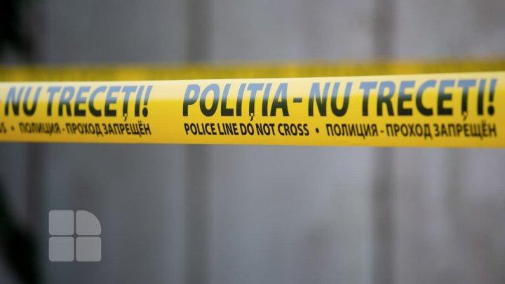 Corpul neînsuflețit al unui bărbat de 45 de ani, găsit de către fiica minoră
